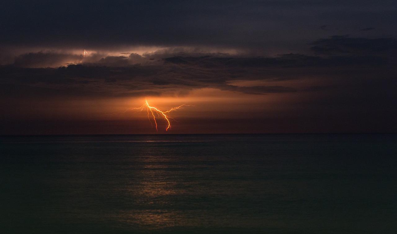 Gewitter am Strand von Cable Beach Broome Australia.