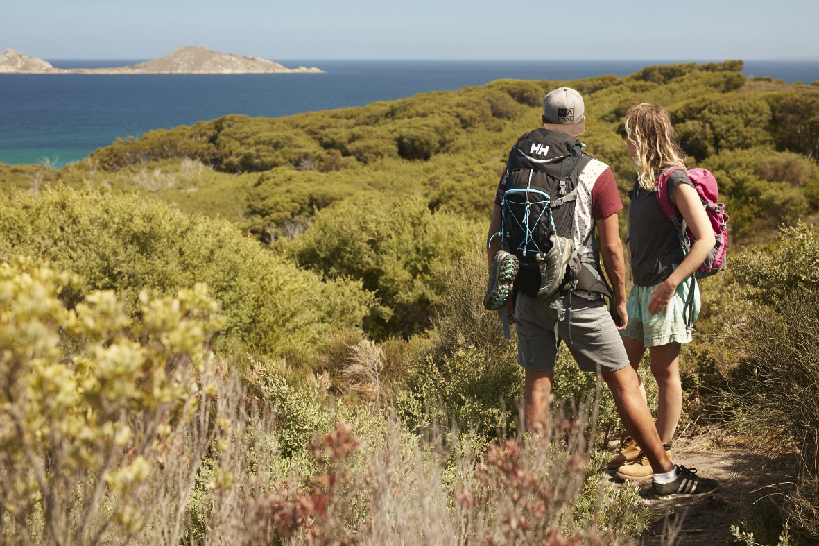 Twee wandelaars in het nationale park Wilsons Promontory.