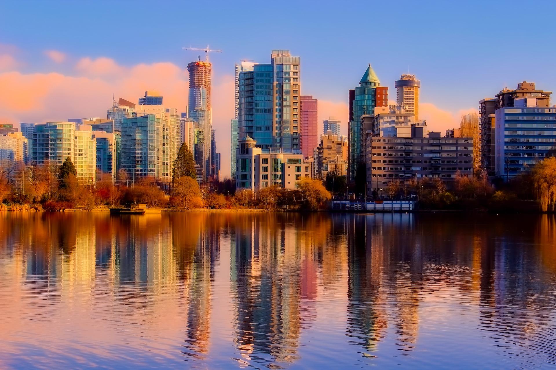De bruisende stad Vancouver in Canada vanaf het water