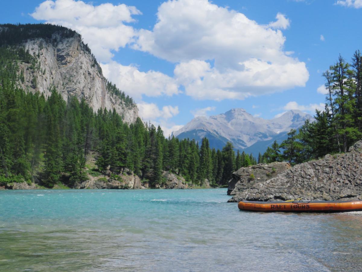 Rode kayak op de Banff River tijdens een reis in Canada