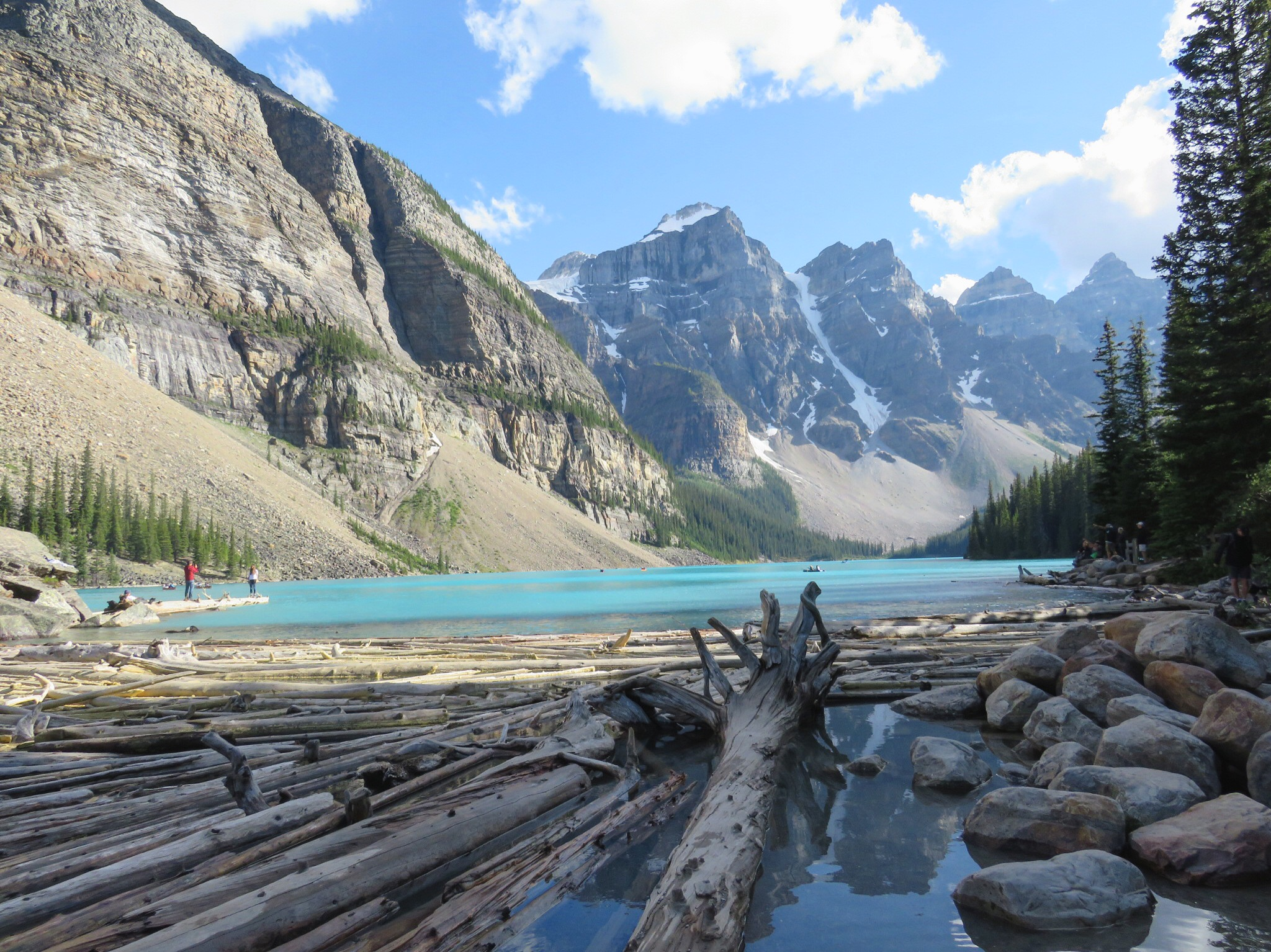 Het blauwe Morraine meer in de Canadese Rockies.